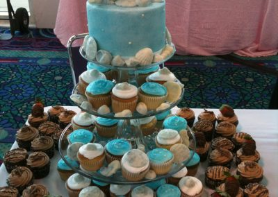dolphin-cupcake-combo-wedding